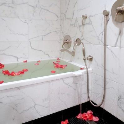 Luxurious deep soaking tub