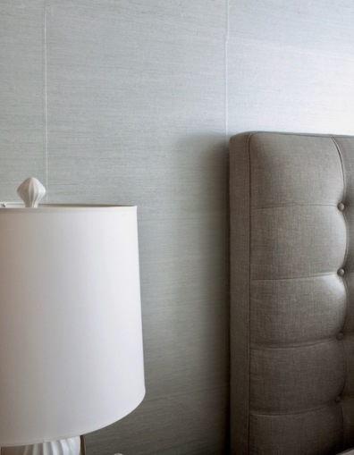 The wallpaper squares are a subtle silver texture.